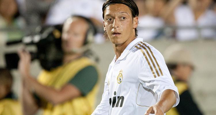 Mesut Özil: Vermögen, Einkommen und Gehalt beim FC Arsenal ...