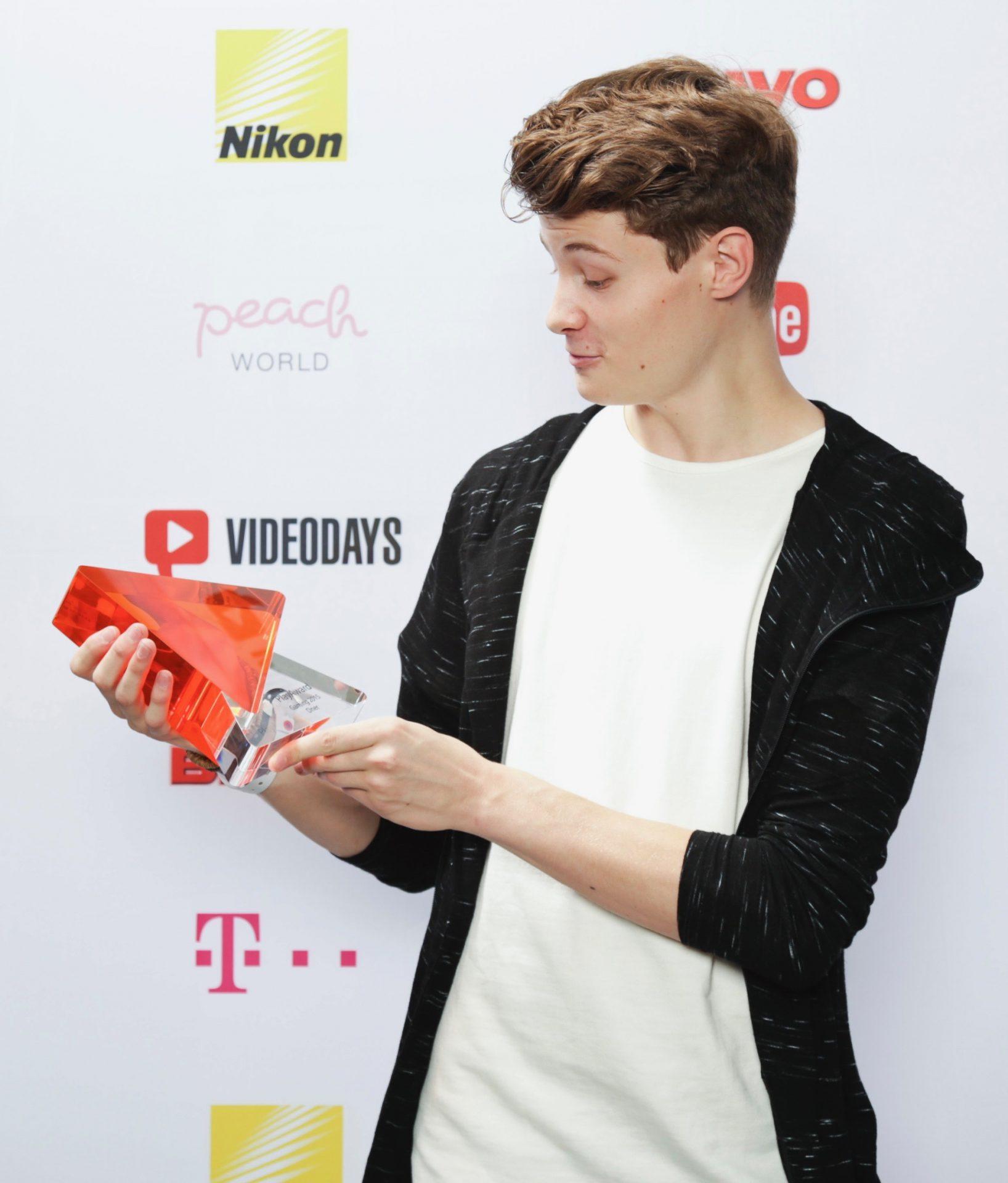 Dner  Dner: Das Vermögen von YouTuber Felix von der Laden 2017