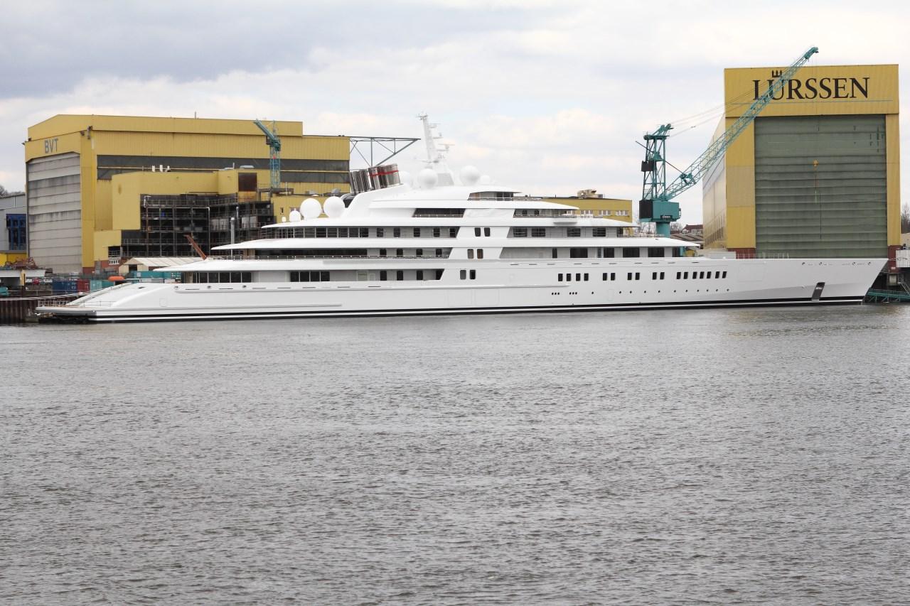 Die größte Luxus Yacht Azzam